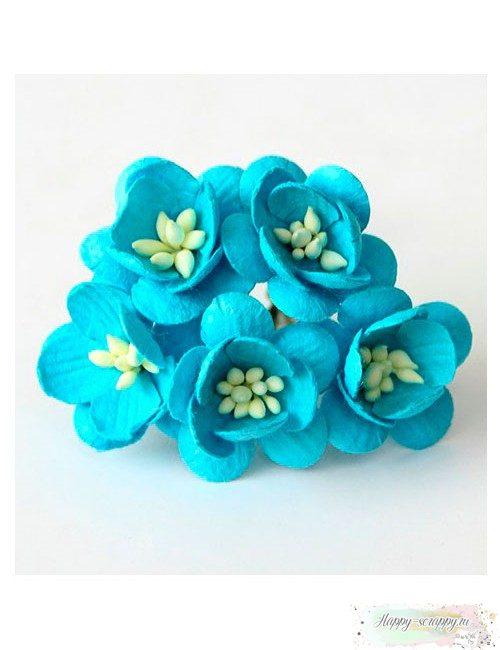 Цветы вишни ярко-голубые
