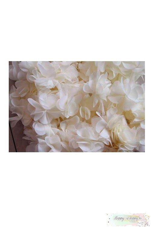 Цветок из шифона молочный 6 см