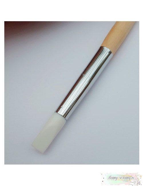 Кисточка для клея силиконовая - плоская. Ширина наконечника 7 мм. Удобно распределять клей по поверхности, не требует мытья после работы, высохший клей легко очищается с кисти.