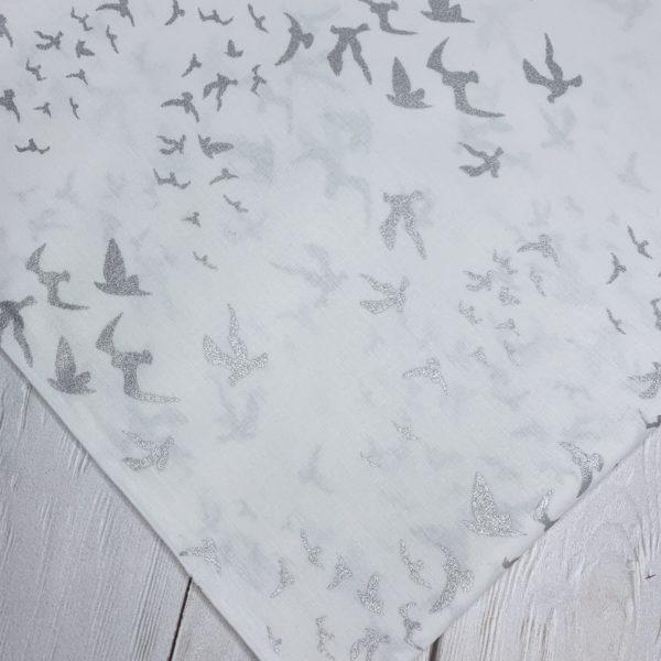 Ткань серебряные птицы на белом
