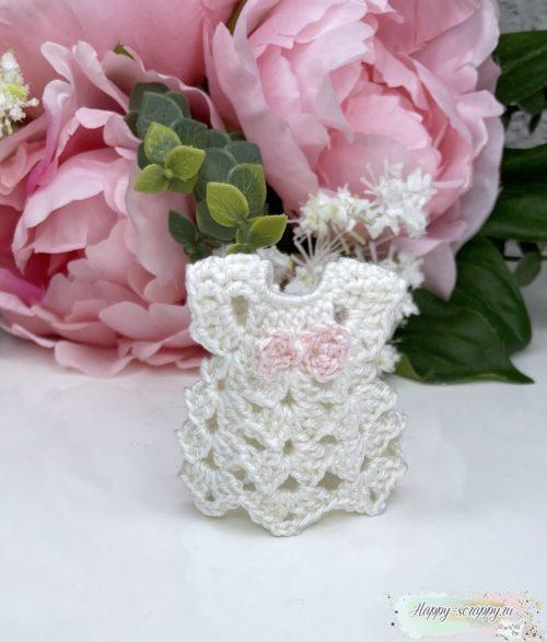 Вязаное платье белое с розовым бантом