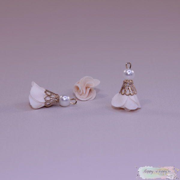 Кисточка цветочек с бусинкой персиковая (1шт)