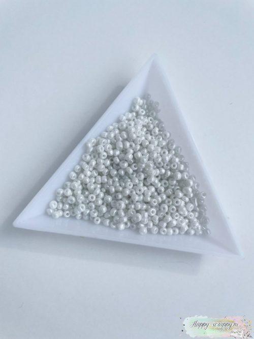 Бисер белый 2 мм
